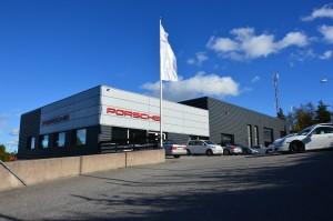 Bild på infarten till Porsche Service Center Haninge